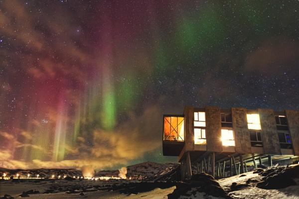 UNIKATNI HOTEL ION NA ISLANDU