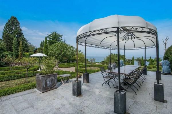 Opčinjavajuća vila na obali jezera Ženeva