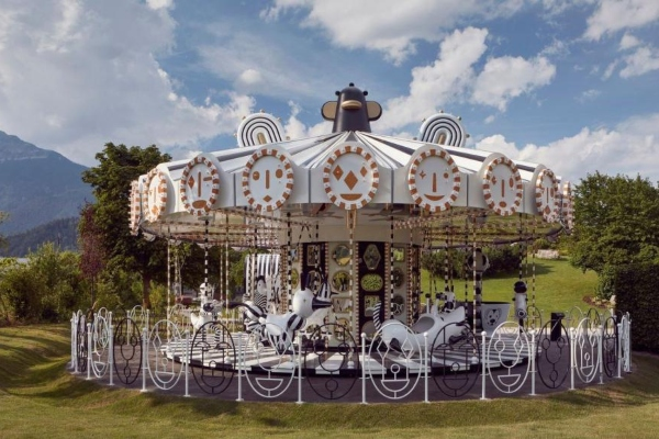 Swarovski predstavlja karusel dekorisan sa 15 miliona kristala