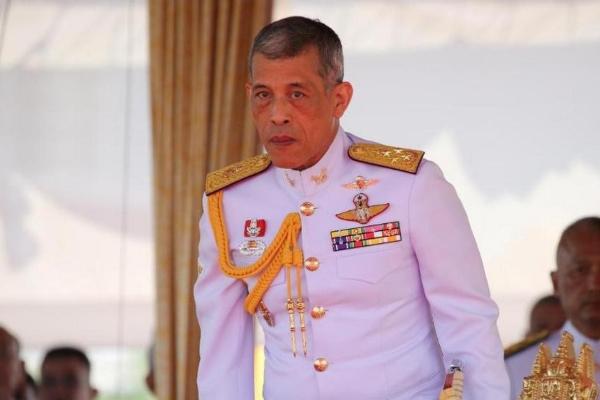 Tajlandski kralj u samoizolaciji sa haremom od 20 žena