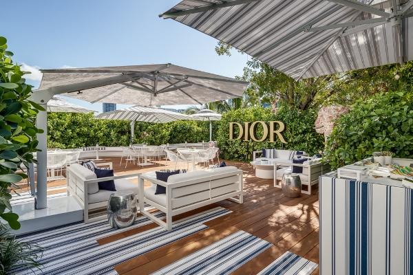 Zakoračite u čarobni ambijent Dior kafea