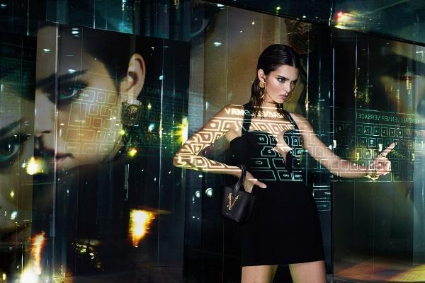 Dženifer Lopez i Kendal Džener u futurističkoj Versace kampanji