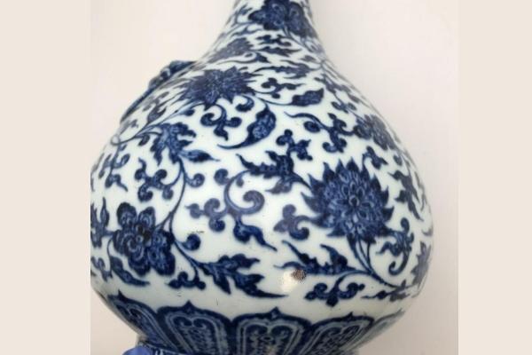 Retka kineska vaza prodata za 1.6 miliona dolara