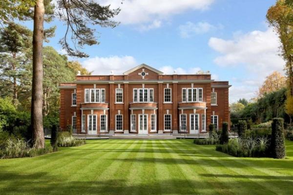 Zavirite u najelegantniju vilu britanskog Beverli Hilsa