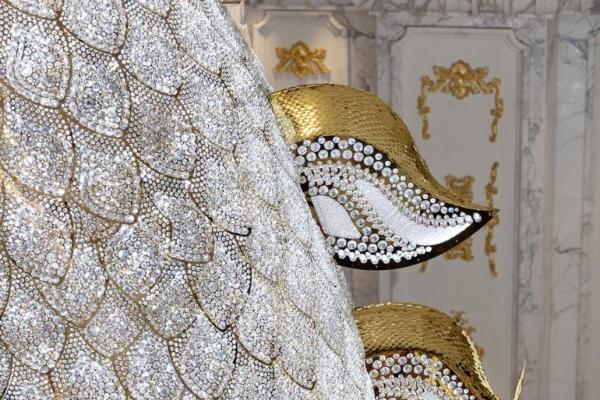 Prizor koji se ne zaboravlja: luster u obliku zmaja prekriven Swarovski kristalima