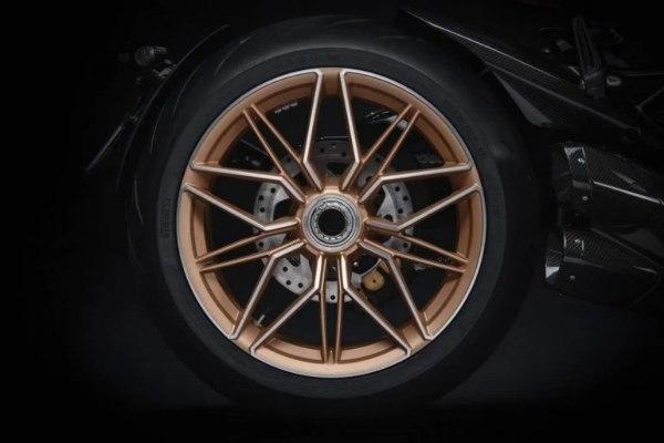 Naši snovi su se ostvarili - predstavljen prvi Lamborghini motor