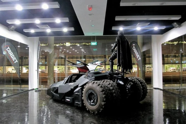 A gde je Betmen: napušteni Betmobil viđen na otpadu u Dubaiju