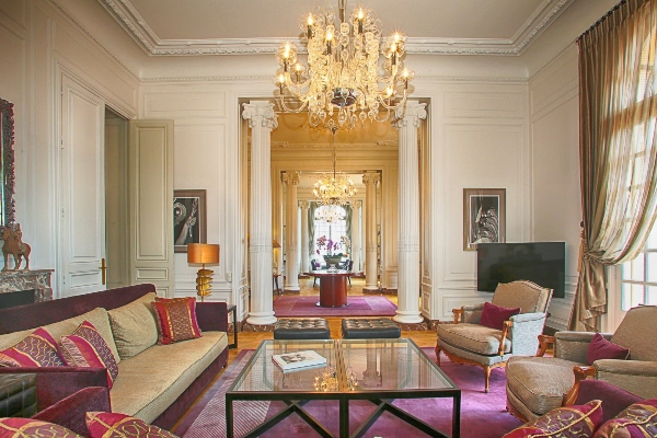 Iznajmite vilu Karla Lagerfelda