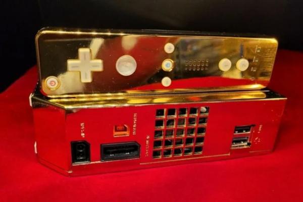 Na prodaju pozlaćeni Nintendo Wii kraljice Elizabete II