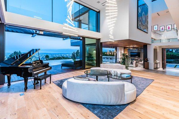 Vila u Los Anđelesu vredna 18 miliona dolara ima jednu od prvih privatnih umetničkih NFT galerija