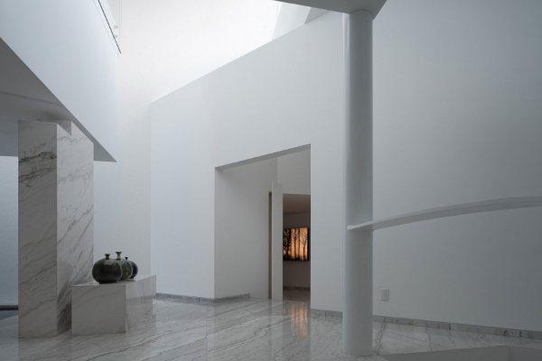 Minimalistički dom zasnovan na geometrijskom dizajnu i modernom luksuzu