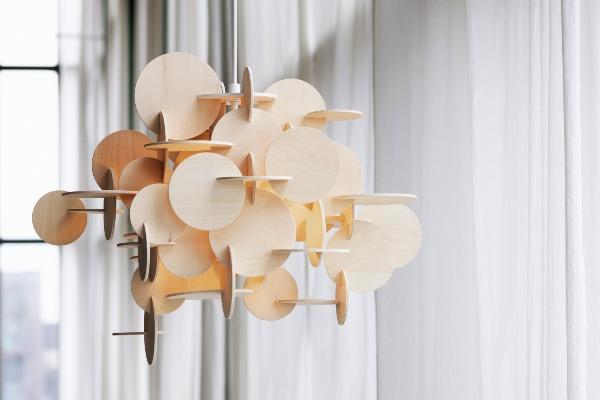 Elegantni lusteri zanimljivog geometrijskog dizajna