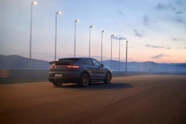Novi Porsche Cayenne dobija najmoćniji motor ikada