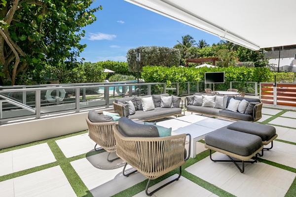 Ovaj stan u Majamiju ima kancelariju u staklenom vinskom podrumu