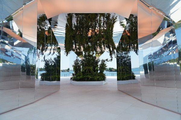 Saint Laurent predstavlja kolekciju proleće/leto 2022 u Italiji