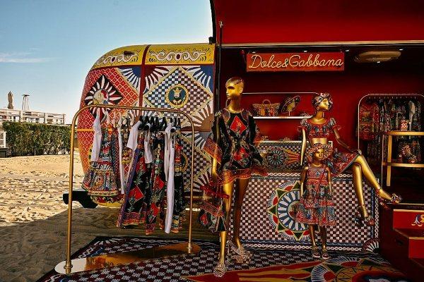 Jedinstveno iskustvo kupovine - Dolce & Gabbana pop-up putujuća prodavnica