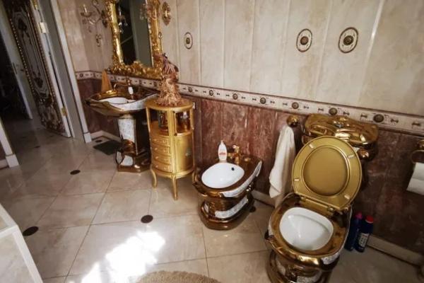Ruski direktor policije koji se hvalio zlatnim toaletom - uhapšen zbog primanja mita
