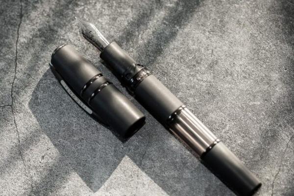 Naliv pero napravljeno od lave