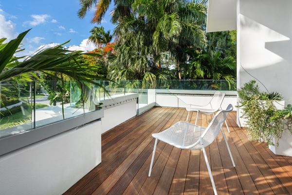 Za ljubitelje plivanja i dekadencije: vila u Majami Biču