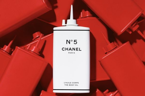 Ovo je fantastično: Chanel №5 kolekcija u bocama za kojima su svi ludi