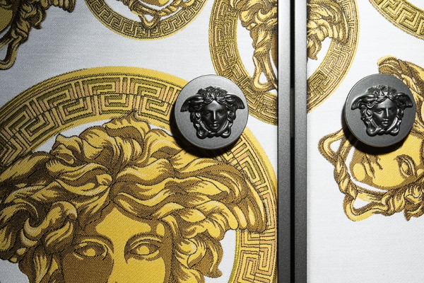 Zavirite u besprekorni ambijent Versace butika