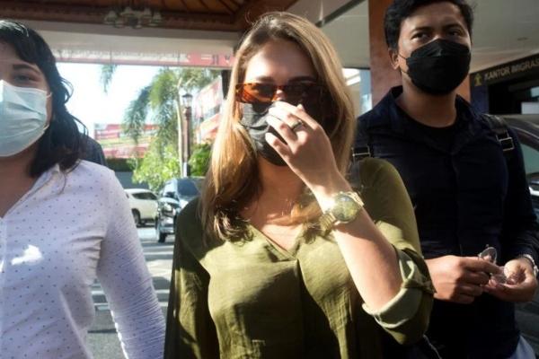 Vlasti Balija deportuju i kažnjavaju influensere