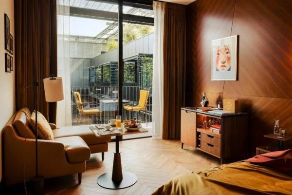 Osetite lepotu pravog Pariza u novom dekadentnom hotelu