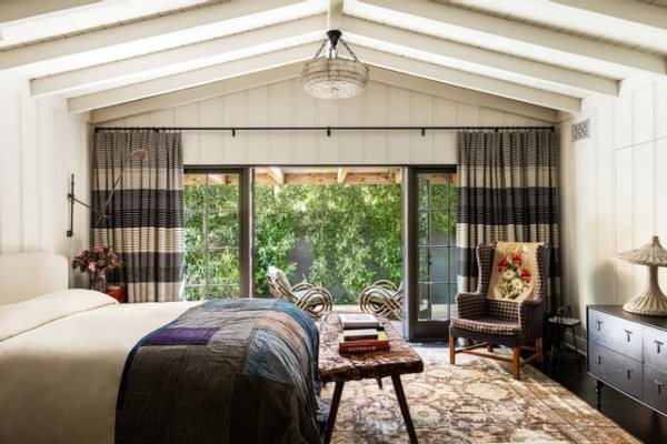 Rustična rezidencija holivudske glumice Kirsten Danst ima jednu zajedničku stvar sa Džeki Kenedi