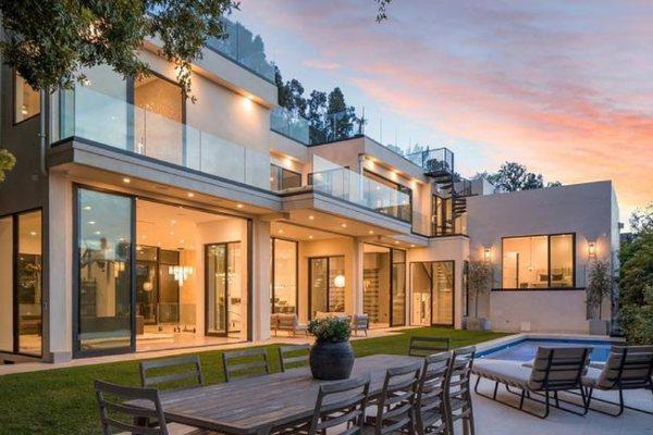 Zavirite u luksuznu vilu Bruklin Bekama i Nikole Pelc