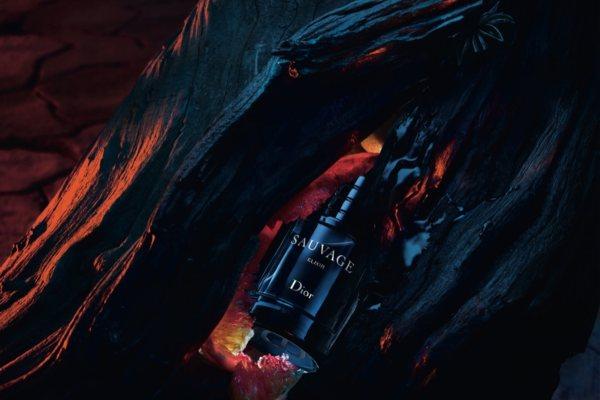 Džoni Dep se ponovo sastaje sa Diorom kao lice Sauvage Elixir parfema