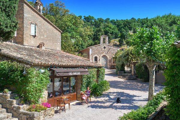 Francusko selo Džonija Depa izlazi na tržište sa cenom od 55 miliona dolara