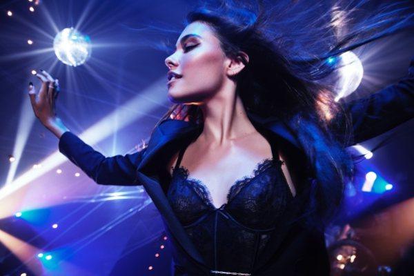 Medison Bir nam predstavlja novi parfem Victoria's Secret brenda - Tease Candy Noir