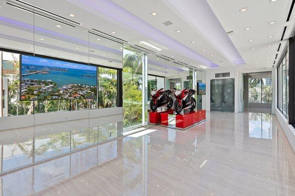 Vila u Majamiju vredna 15 miliona dolara ima parking za 12 automobila i pristanište za vašu jahtu